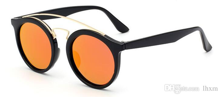 Em 2017, os novos óculos de sol de caixa de luz polarizada clássico permanente por atacado 4256 luz polarizada