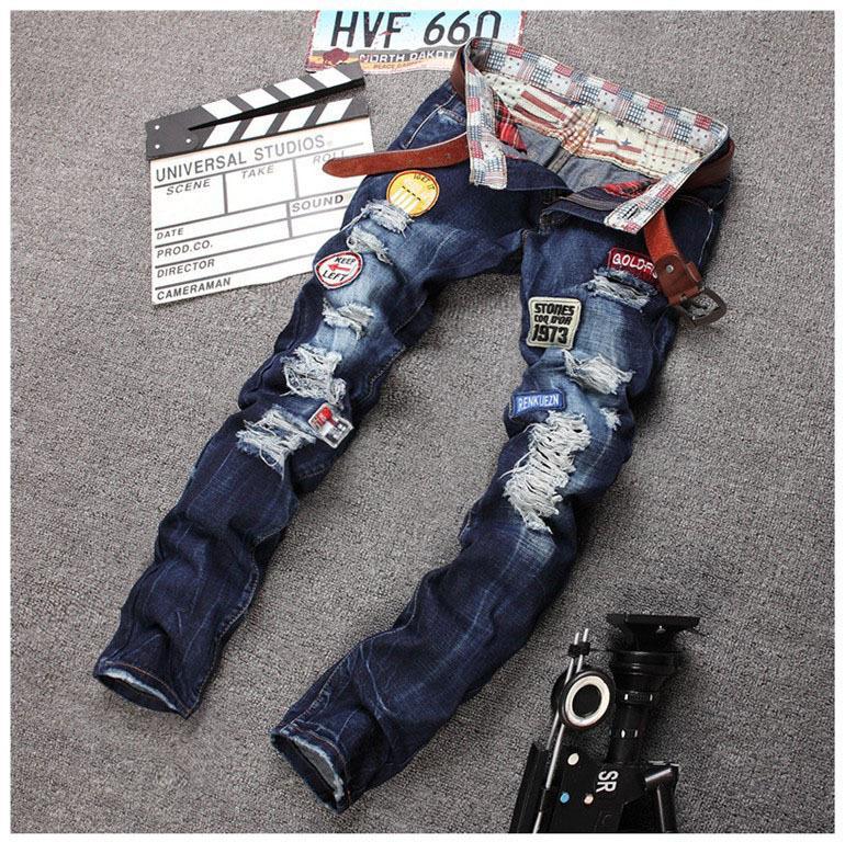 Gros-personnalité Badge Patchwork Jeans Hommes Ripped Jeans Rap classique Scratched Biker Jeans Trou Denim Droite Slim Fit Pantalons décontractés