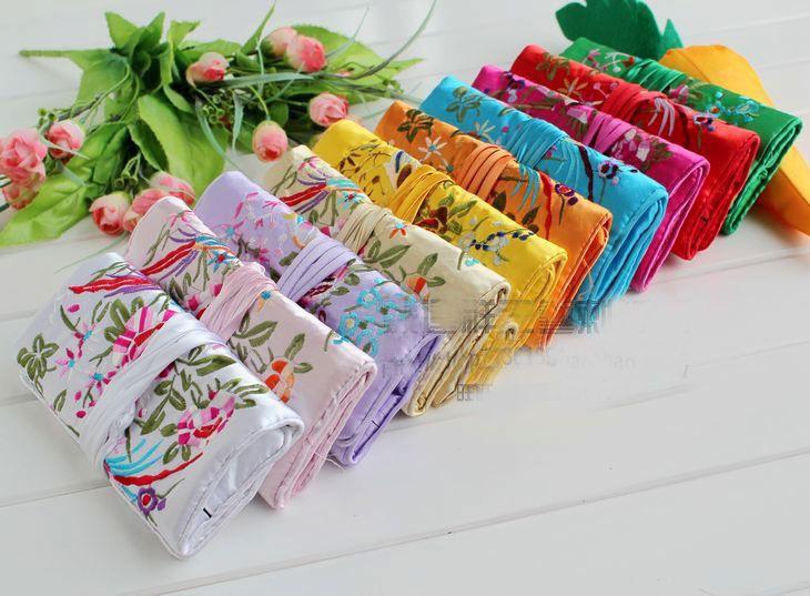 Monili all'ingrosso poco costoso 5pcs cinese Vintage Embroidere seta Rolls della borsa sacchetto del regalo