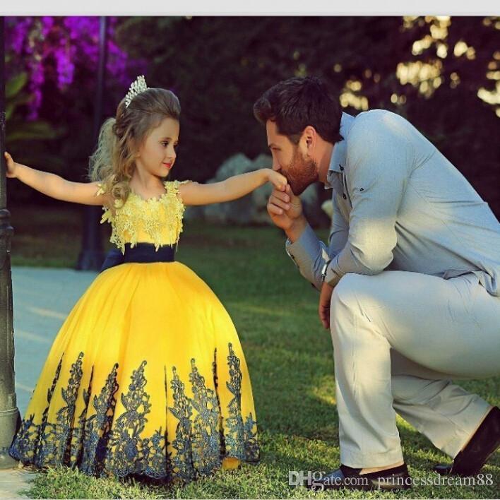 Brand New Blumenmädchen Kleider 2017 Ballkleid Party Pageant Kommunion Kleid für Hochzeit Kleine Mädchen Kinder / Kinder Prinzessin Kleid