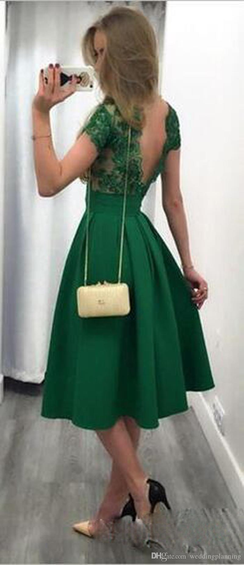 Compre 2017 Barato Jade Verde Corto Vestidos De Cóctel Encaje Apliques Cap Mangas Vestidos De Fiesta Sin Respaldo Plisados Satén Longitud De La