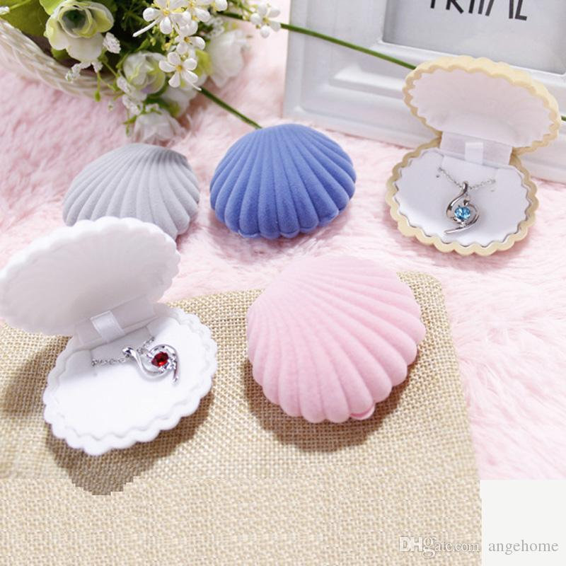 6.5*5.5*3cm Shell Shape Velvet Jewelry box necklace box Black Necklace Display case trinket boxes