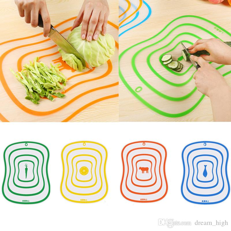 4 pçs / lote Blocos de Cortar Plástico Antiderrapante Fosco Placa De Corte De Cozinha De Carne Vegetal Ferramentas Acessórios de Cozinha Tábua De Cortar