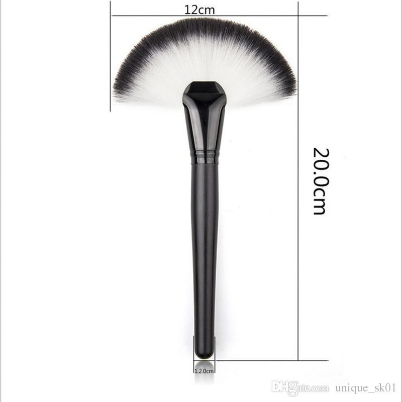 Wholesale Fan Shape Blusher Brush Makeup Cosmetic Brushes Blending Highlighter Face Powder Brush Beauty Tools Wooden Handle Powder brush DHL