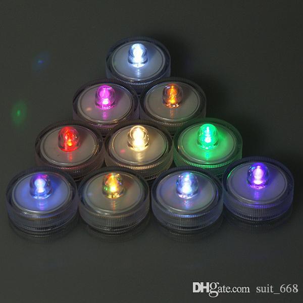 الصمام شمعة الشموع التي ينبعث منها ضوء في ماء شريط شمعة الزفاف الأرجواني