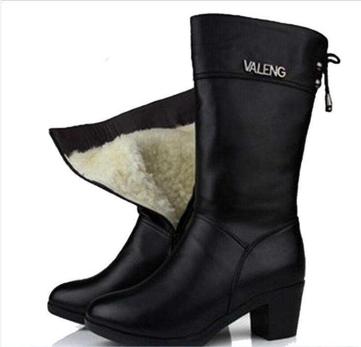 Más populares 2019 Más nuevos zapatos de moda para mujer Botas de cuero genuino de invierno con tacones altos Dentro de lana In-tube Snow Boots Botas de mujer