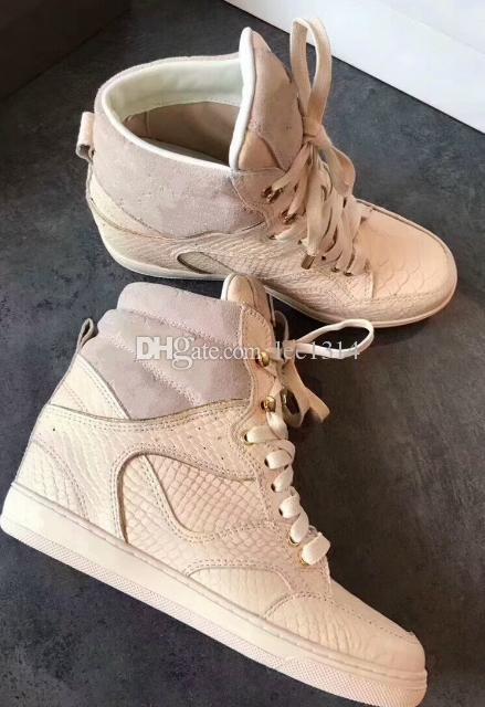 Incremento en la moda de los zapatos de cuero que imprimen botas altas, esmerilado, ayuda con los zapatos de encaje planos casuales de charol único
