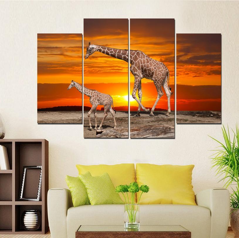 Sotto la mamma giraffa del tramonto e il suo dipinto senza cornice