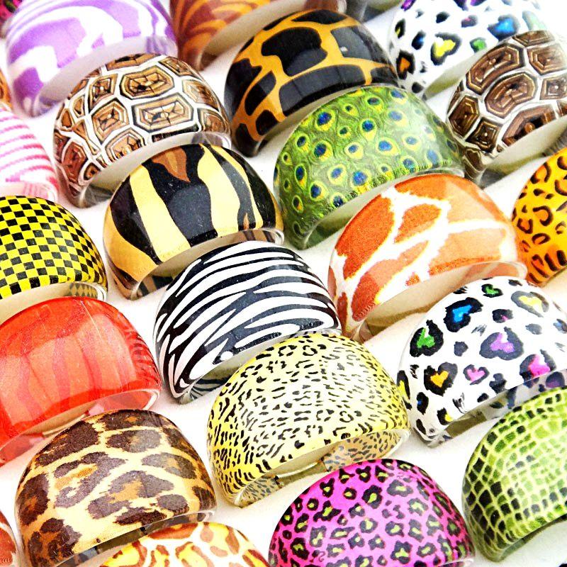 100個の動物の環のヒョウの皮のミックス樹脂のリング男性と女性の卸売ファッションパーティーかわいいジュエリーギフト