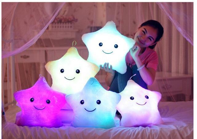 Al por mayor- Promoción 35cm * 40cm Estrella Led Light Pillow Cute Star Luminous Pillow con luz colorida Cumpleaños de Navidad / Regalo de San Valentín