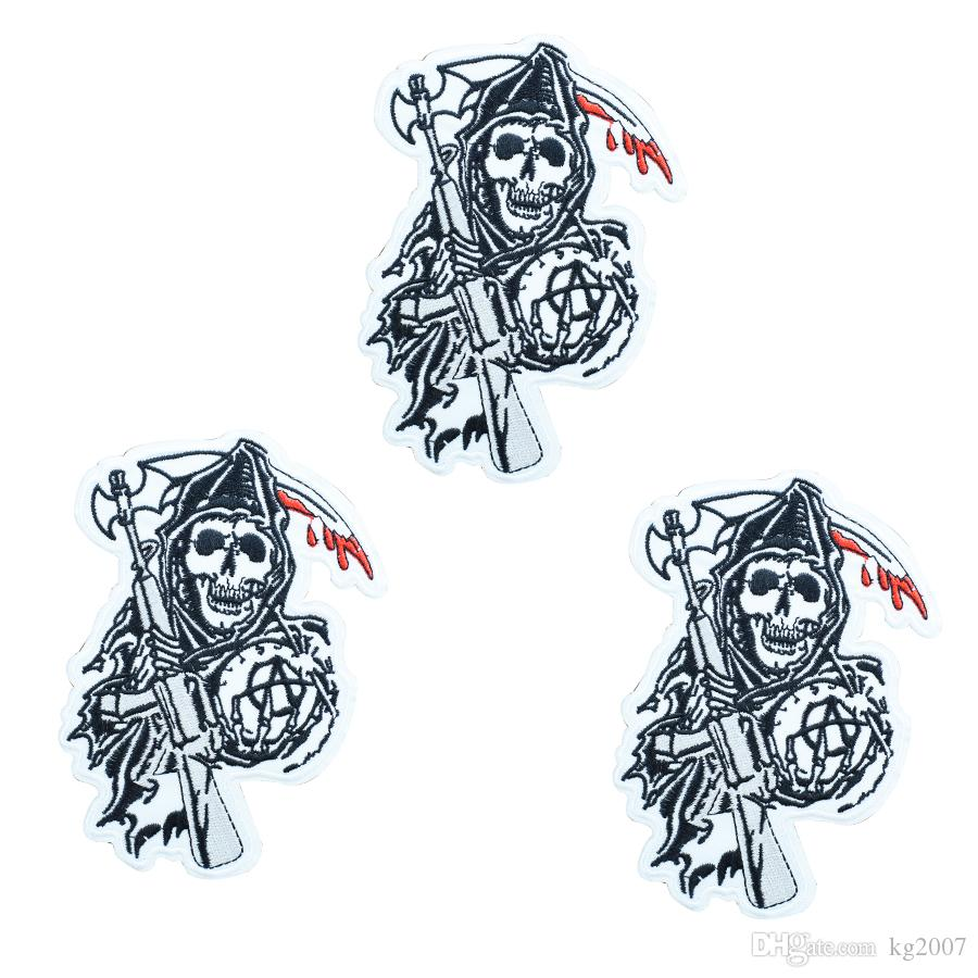 1pcs Punk skull with axe badges patches for motor clothing iron embroidered patch applique iron on patches sewing accessories