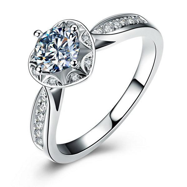 Luxo 100% 925 anel de casamento de prata esterlina com um único SONA Diamond em forma de coração, apresentado em um símbolo clássico de amor