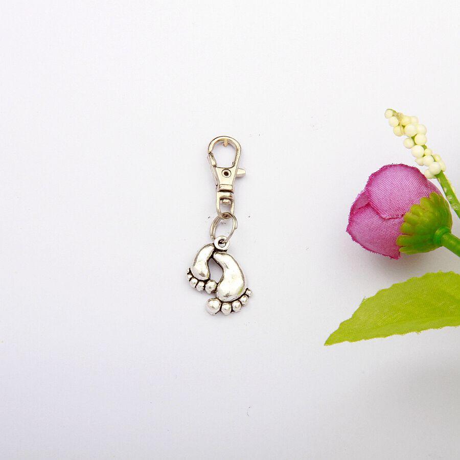 Sıcak 50 adet / grup Antik Gümüş Ayak Charm Döner Istakoz Kapat Anahtarlık Anahtar Zincirleri Aksesuarları Kadınlar Takı Tatil Hediyeler G829