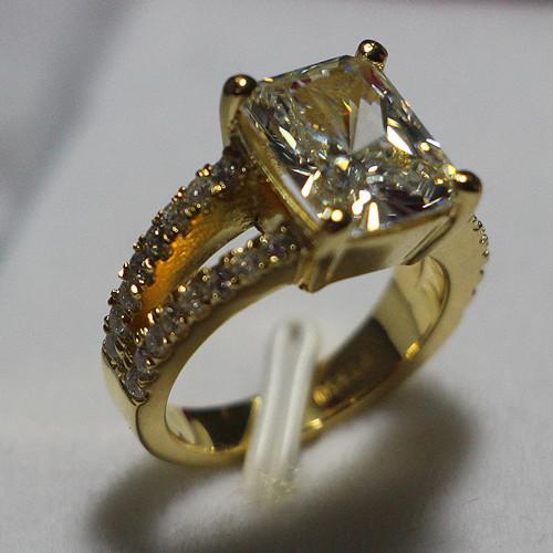 3.85 ct Lüks Kare şekli Sentetik Elmas Alyans 925 Ayar Gümüş Ayarları 24 K Sarı Altın Kaplama Takı için gelin