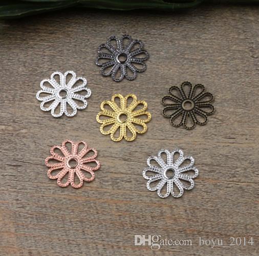 100 Pz 7 colori di fascini di 15MM scava fuori Fiore Ottone all'ingrosso fascini Materiale dell'annata del pendente Gioielli fai da te