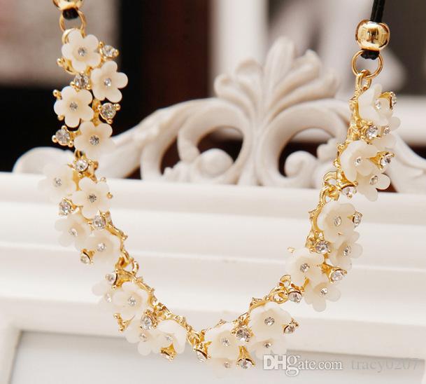 2017 nouveau choker dame diamant pendentif collier marguerite simple fleur forme collier de luxe court chaîne de clavicule pour les femmes cadeaux