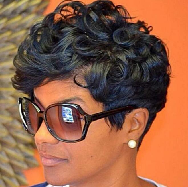 Pelucas de onda de corte corto de cabello humano de simulación de belleza de alta calidad con flequillo para mujeres negras en stock
