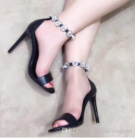 2017 Stud Sandalias Sexy Stiletto Tacón Diamante Tacones Altos Vestido Negro Bomba Gladiador Sandalias de Tiras Zapatos de Las Mujeres
