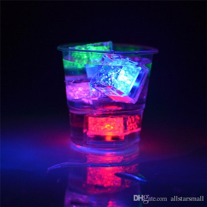 Flash de qualité Flash Cube de glace activé par l'eau Flash Led mis dans l'eau boire automatiquement Flash pour les barres de mariage de fête de Noël