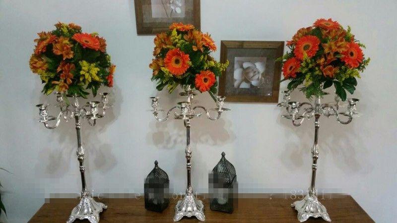 zihinsel büyük uzun dekorasyon çiçek aranjmanı düğün salonu için duruyor