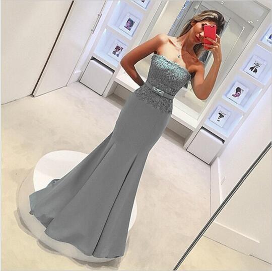 グレーマーメイドの花嫁介添人ドレスロングストラップレス背中立たエレガントの安いレースの結婚披露宴のガウンのアップリケメイドの名誉ドレス