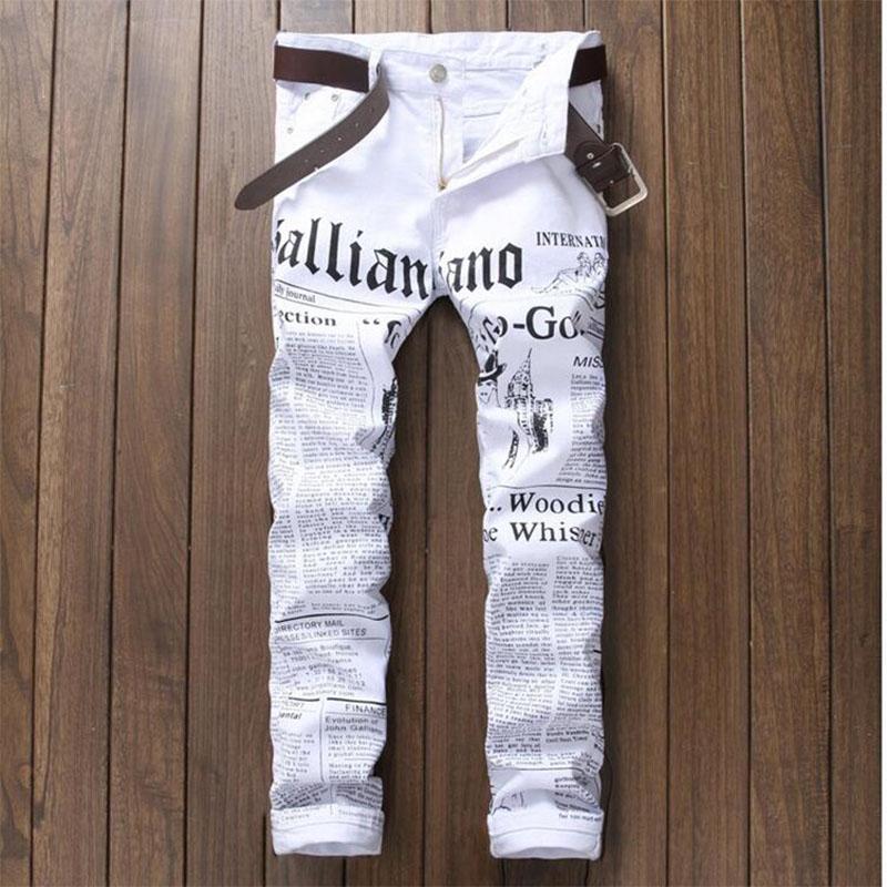 Atacado- 2017 calça jeans masculinos brancos outono flor impressão de notícias algodão elástico jeans calças slim Calças masculinas pretas para cantor estrela boate