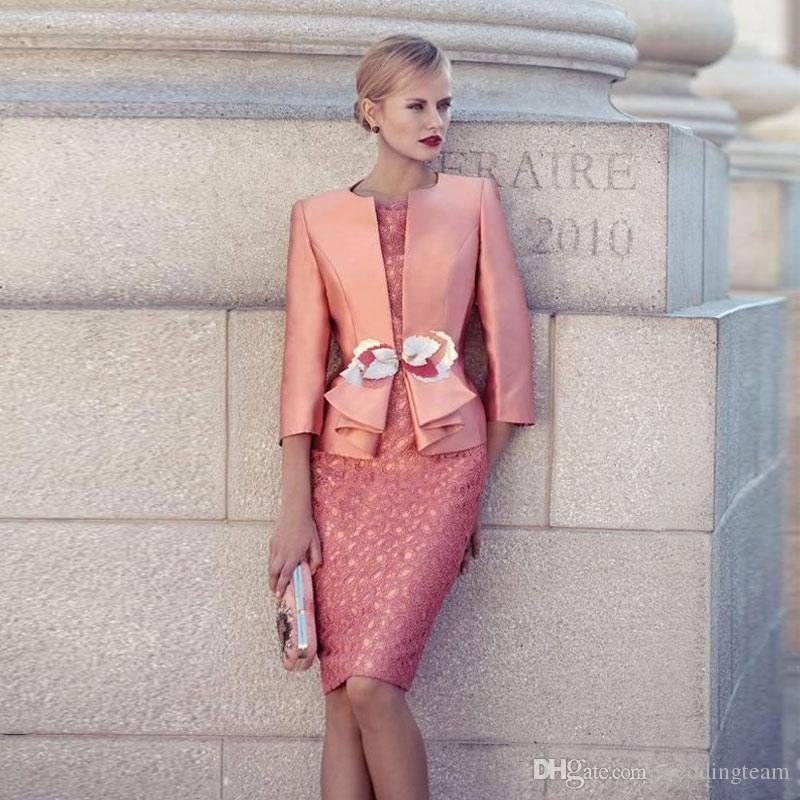 Coral Spitze Mutter der Braut-Kleider mit Jacken knielangen Mantel Wedding Guest Kleid Jewel Ausschnitt Plus Size Abendkleider