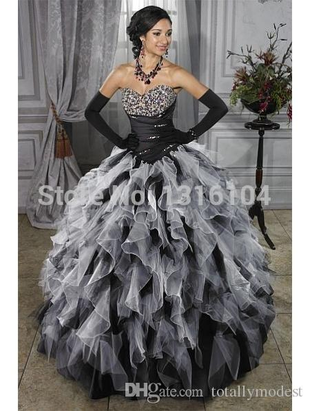 Bianco medievale e nero Gothic Ball Gown Abiti da sposa colorati Sweertheart Beaded Ruffles Gonna Corset Back Vintage Bridal Gowns