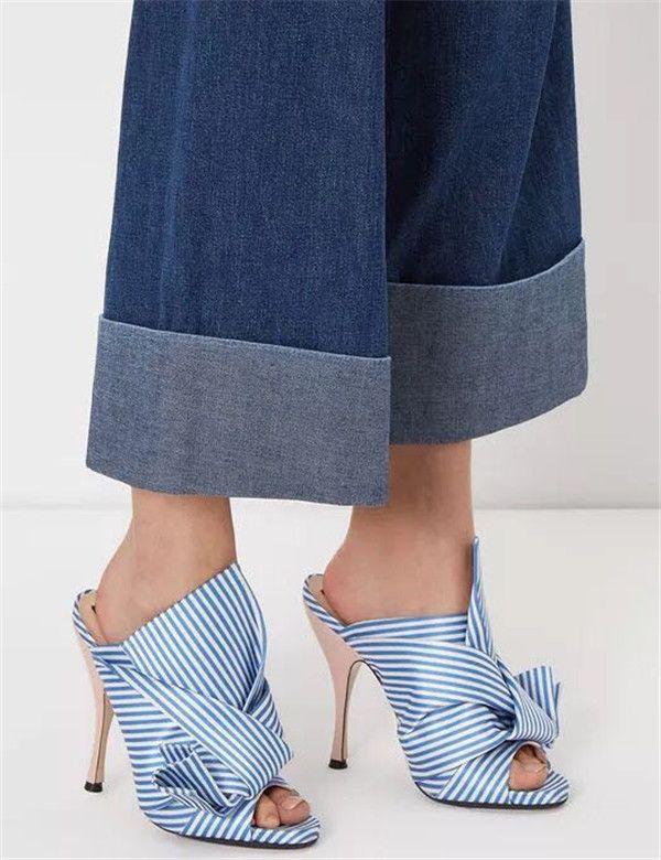 Schuhe Mujer Luxus Design Blaue Flip Sandalen Hausschuhe Sandalias Knöchelspeicher Frauen 2021 Slide Flops Weiß Schmetterlingsknoten Maultiere Streifen N ohfm