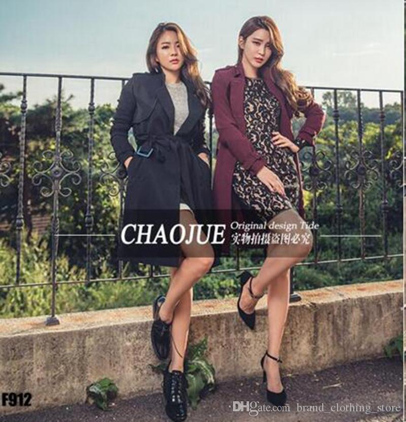 Le donne nel periodo primaverile e autunnale e la nuova boutique mostrano il trench coat a doppio petto con collo lungo / S-4XL