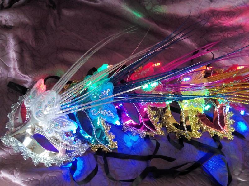 새로운 광섬유 발광 페더 마스크 가면 파티 출연자 플래시 여성 공주 머리 소품 도매