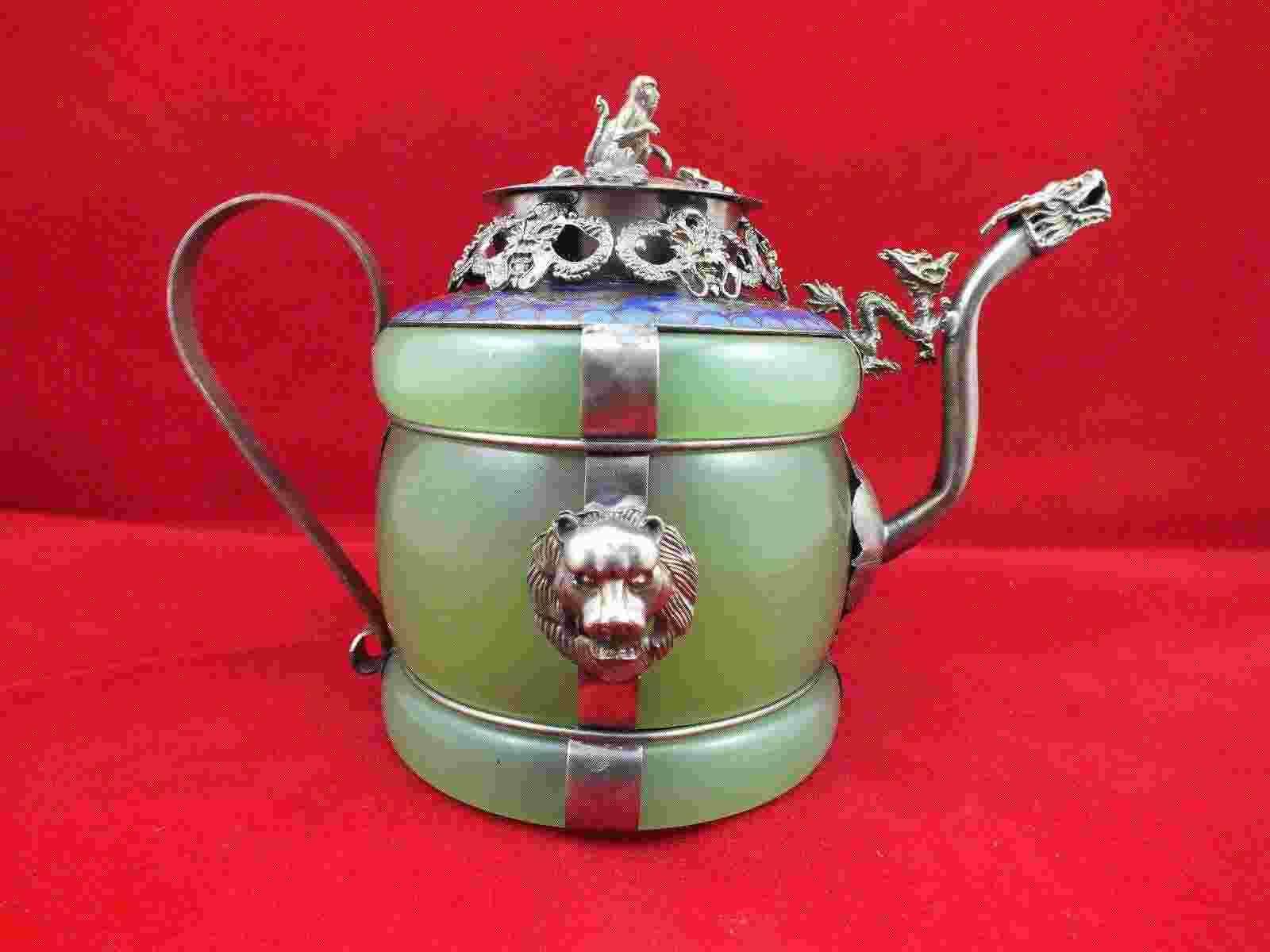 Chinesische alte tibetische Silber Dragon Lion Green Jade Cloisonne Teekanne Monkey Deckel