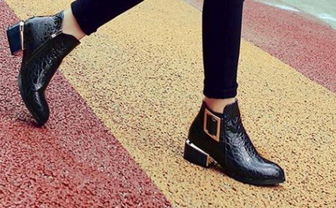 Stivali a punta autunnali e invernali femminili di spessore con stivali Martin ma stivali di vernice codice piccoli cantieri