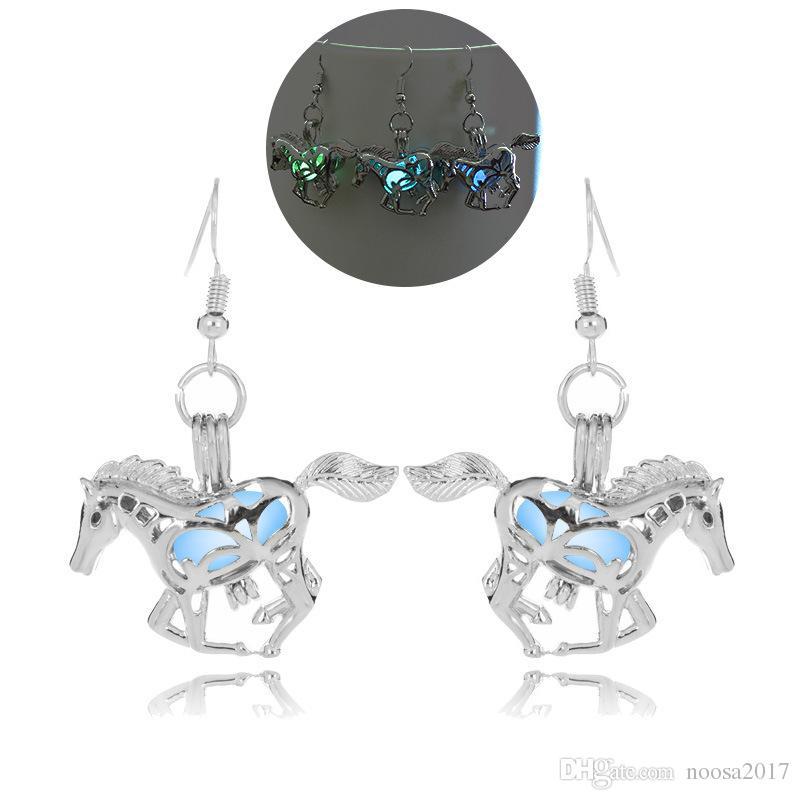 3 couleurs blanc K styles uniques Dangle Lustre 17g Hot Halloween forme de cheval lumineux Boucles d'oreilles Brillant personnalité boucles d'oreilles pour les femmes
