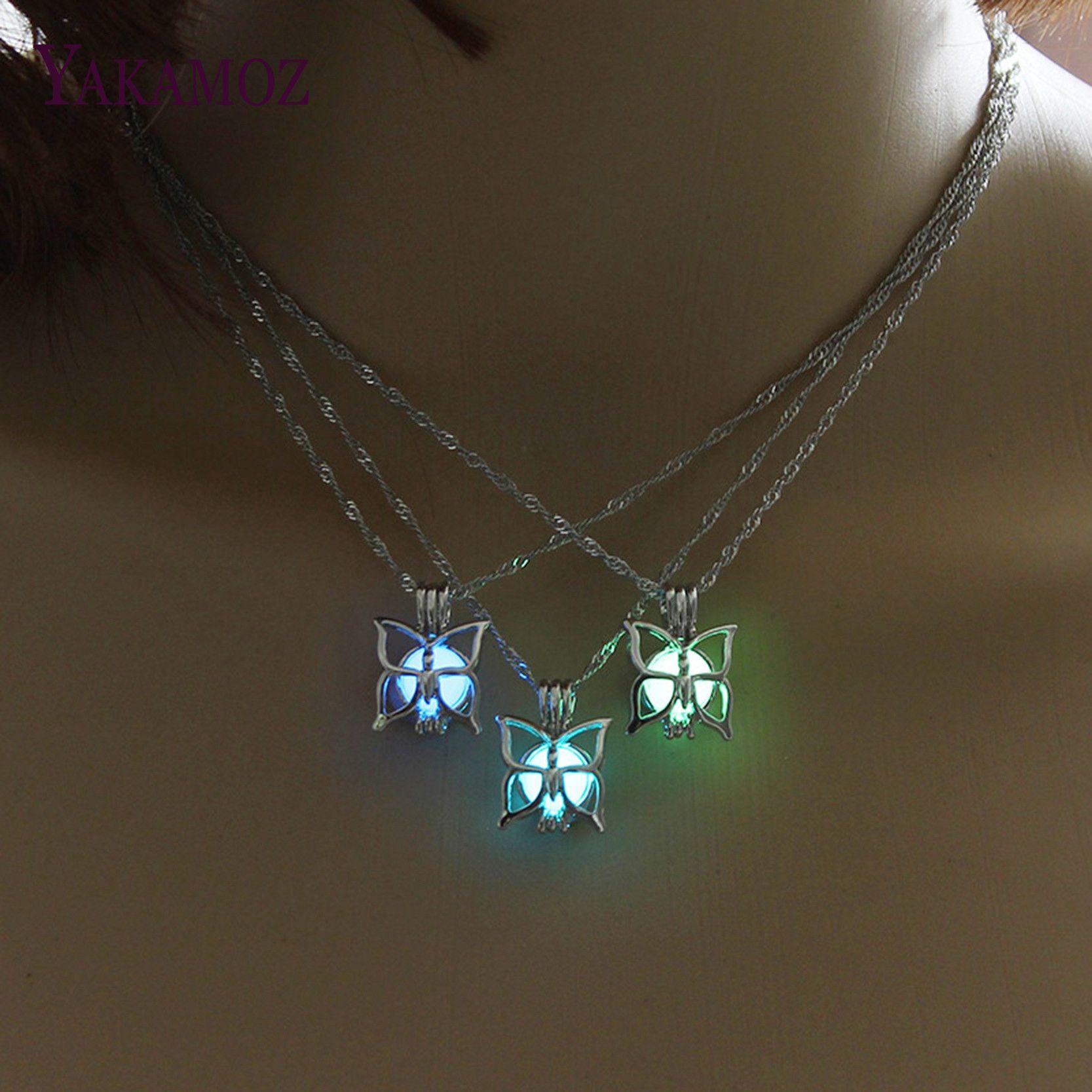 Şirin Kelebek Kolye karanlıkta Glow 3 Renkler Aydınlık Takı Charm Gerdanlık Vintage Kolye Kolye Kadın En Iyi Hediye