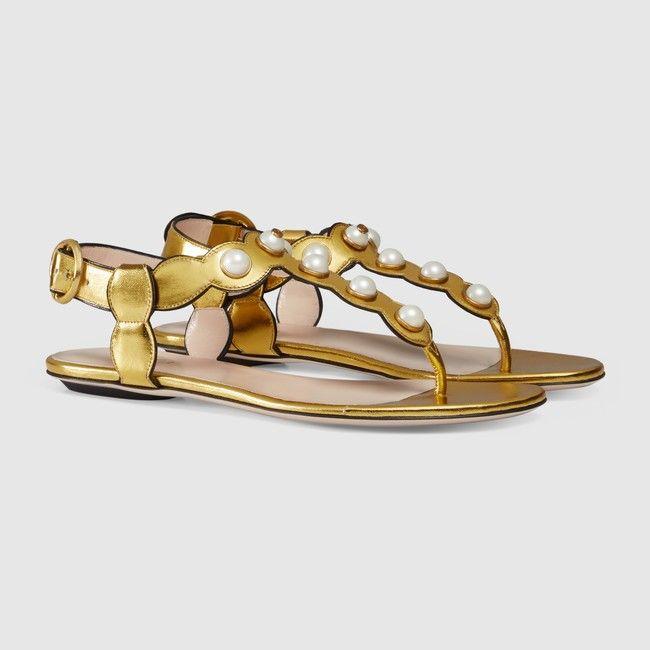 Altın Flats Sandalet Beyaz İnci Thong Kadınlar Yaz Gladyatörler Moda Tasarımcısı Plaj Sandalias Marka Bayan Ayakkabıları