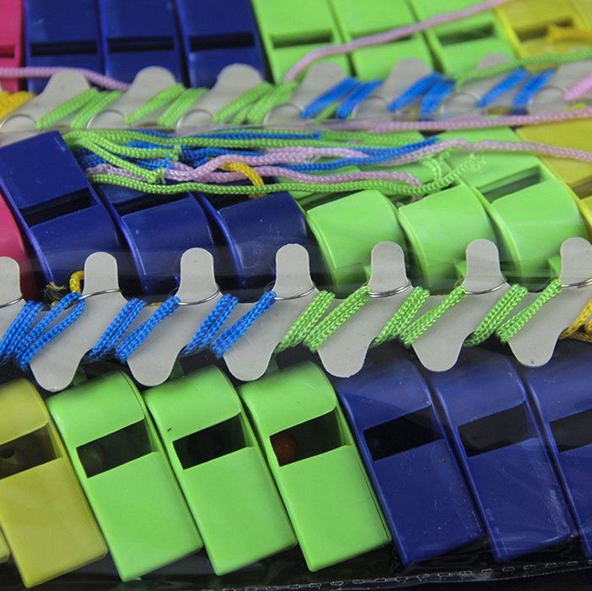 """Chegada nova Copa Do Mundo Cheerleading Apito De Plástico Com Cordão """"OK"""" Designs Cor Pura Assobios Crianças Brinquedos Acessórios Do Jogo de Esportes"""