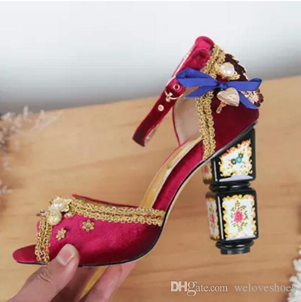 Bombas de strass Bohemian estilo mulheres flor de salto alto tornozelo cinta vinho tinto bombas bordadas sandálias de gladiador robusto salto sapatos de festa