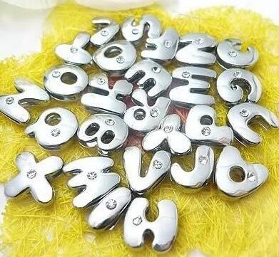 8mm 130pcs / lot A-Z Uno strass argento colore lettere di diapositive fai da te Charms lega adatta per bracciale in pelle 8MM braccialetto