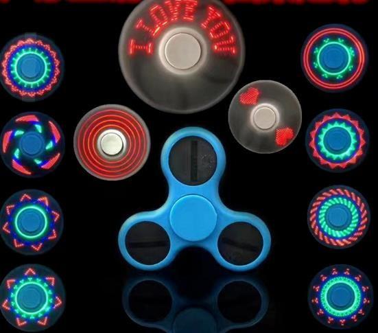 верхняя наружная светодиодная подсветка Spinner Avengers с 11 светодиодными бусинами 18 шаблонов CE RoHs Металлическая жестяная коробка Сменный аккумулятор Tri-spinner EDC LED гироскоп