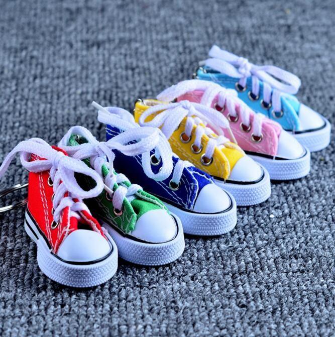 7.5 * 7.5 * 3.5cm Shoes Mini 3D della scarpa da tennis di tela Keychaisn Portachiavi scarpe da tennis Mandrini Portachiavi Wedding favorisce i regali 7 colori