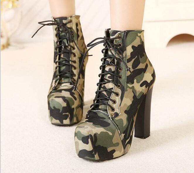 Kolay Moda Yüksek Topuk Çizmeler Avrupa Kamuflaj Tuval Ordu Çizmeler Dantel Up Kızlar Süper Yüksek Topuk Kadın Moda Sonbahar Ayakkabı C085 Pompalar