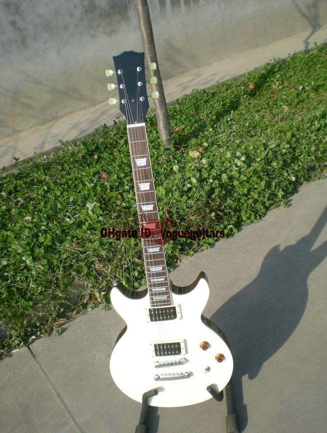 Factory outlet neueste benutzerdefinierte weiß Die e-gitarre kostenloser versand (nach wunsch benutzerdefinierte farbe)