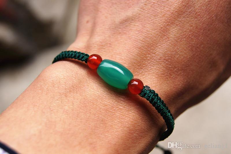 Saf el dokuması koyu yeşil, karamel, 4 kırmızı akik boncuk + 1 yeşil merdane akik boncuk, şanslı bilezik.