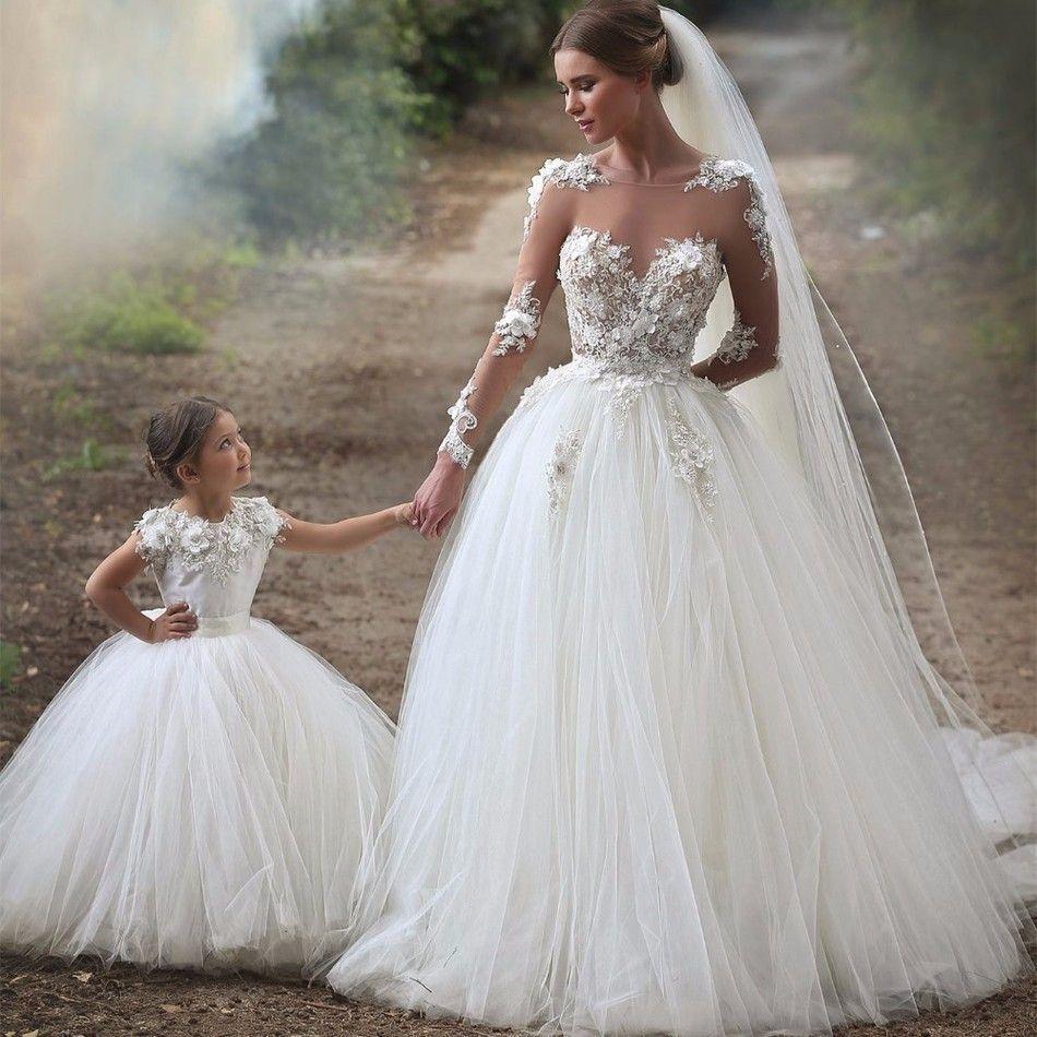 Großhandel Schöne Mutter Tochter Brautkleid Sheer Neck Long Sleeves  Brautkleider Ballkleid Tüll 10 Prinzessin Vestido De Noiva Brautkleid Von