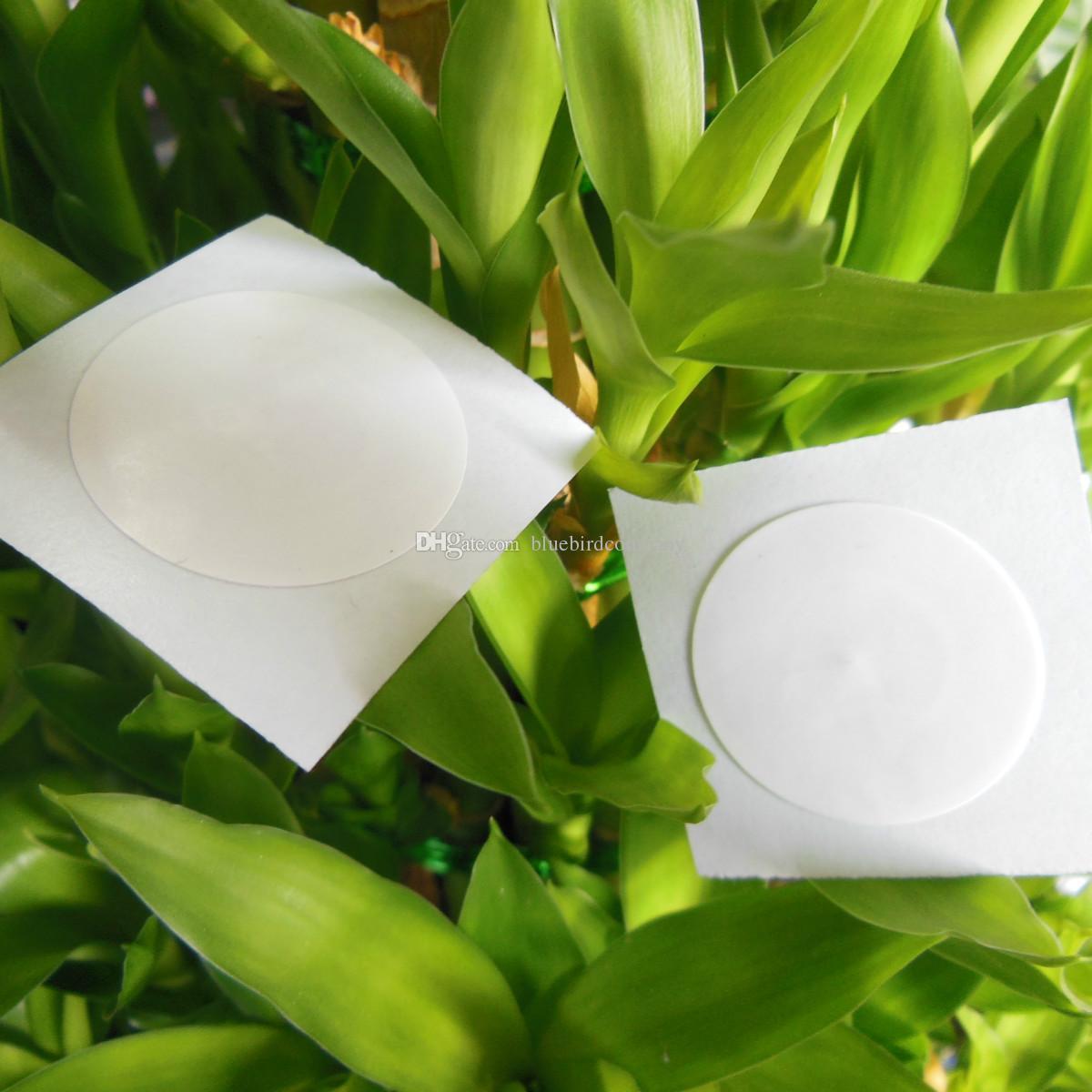 50pcs / lot NTAG215 NFC TAG NFC Forum di tipo 2 Tag Tutti NFC telefono disponibili etichette adesive Dia.25mm