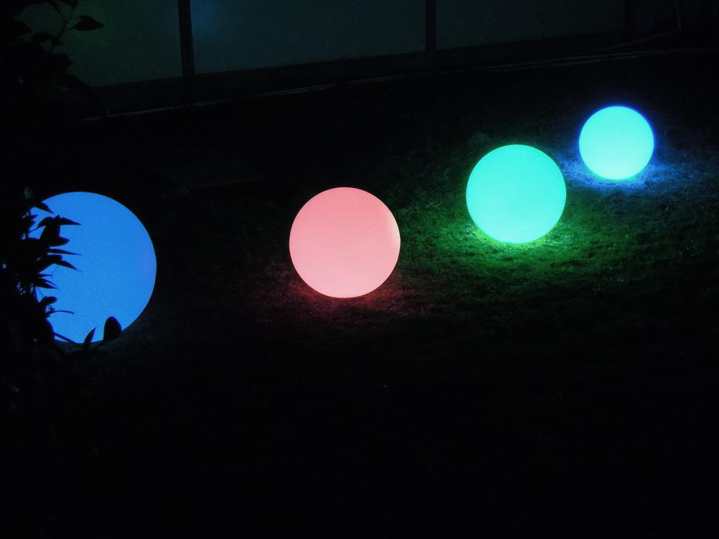 Nowa piłka rzucona światła LED Light Light Colorful Ball Ball Mothing Smycz Producenci
