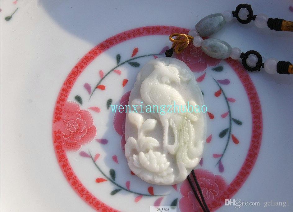 天然ホワイトジェイドオーバル。手彫りの。フェニックス牡丹のお守り(Danfeng Chaoyang)レトロなネックレスペンダント