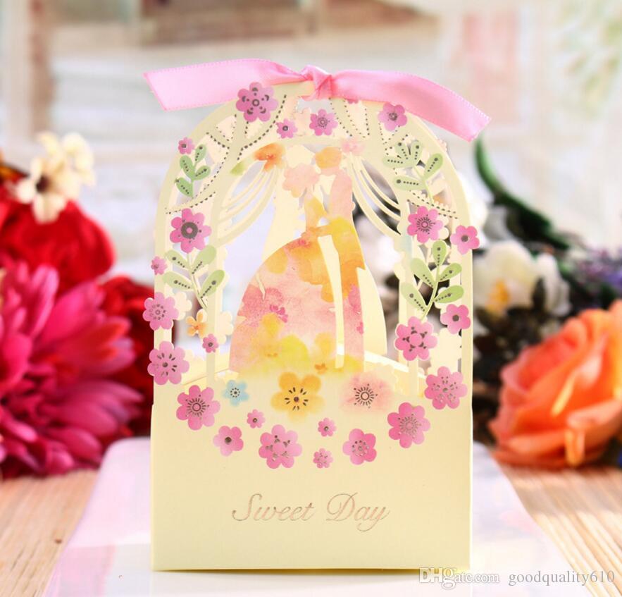 100pcs Hollow Bride Groom Flower Candy Box cioccolatini scatole con nastro per la festa nuziale Baby Shower regalo di favore