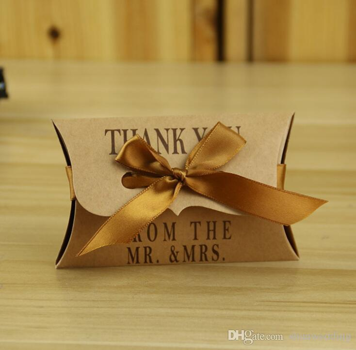 Kraft Kağıt Yastık / Kare Şeker Kutusu Rustik Düğün Şeker Tutucu Çanta Şekeri Düğün Hediye Kutuları ile kurdele 100 adet / grup